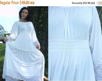 30%OFF-July 28-31 80s White Long Sleeve Peasant Dress ,Size Medium, Festival Dress, Dress with Lace, White Dress, Peasant Dress, Ruffled Dre