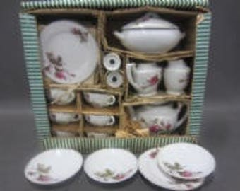 Vintage Japanese Child's Tea Set