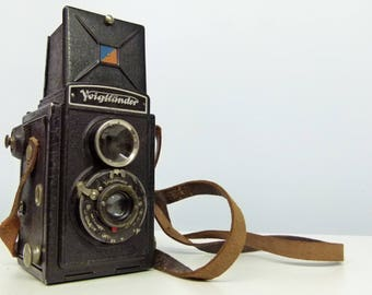 Vintage Voigtländer Brilliant TLR (Twin-Lens Reflex) Rolliflex Type Camera With Leather Case and Plunger - 1930's -