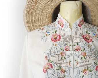 Vintage 70's White Cotton Boho Hippie Chinoisserie Embroidered Long Sleeve Blouse Size S