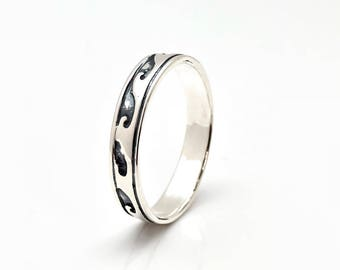 Thin Band Wave Ring // Silver Wave Band Ring // Oxidised Wave Ring // 925 Sterling Silver