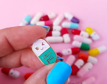 Chill pill GLITTER Kawaii pin | Student gift | Gift Nurse | Gift Pharmacist | Gift Doctor | Enamel Chill Pill Pin | Just chill