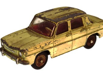 Dinky Toy Car Vintage Renault R8 1962 made in France Diecast scale 1:43