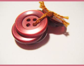 Set of 6 round buttons which I use more vintage sewing