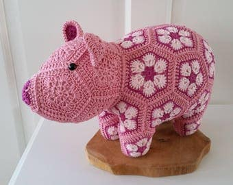 Crochet Pig from african flowers, african flower varken
