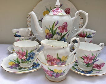 Simply Stunning 'Winsome' Vintage Royal Standard Teapot and Teaset