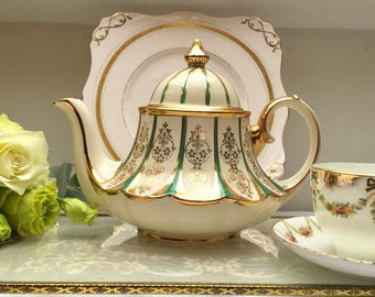 Absolutely Stunning & Rare Green and 24kt Gold Vintage Bell Shaped Sadler Teapot