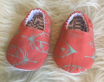 Feather Baby Moccs / Baby Shoes / Baby Moccasins / Childrens Indoor Shoes / Vegan Moccs / Soft Soled Shoes / Waldorf Montessori Shoes
