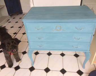 Shabby chic painted chest of drawers.