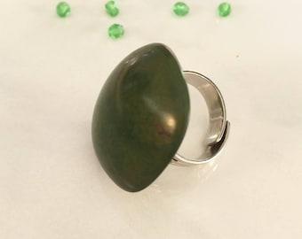 Bague en ivoire végétal vert mousse et métal argenté