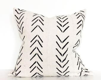 Mudcloth pillow | Off White mudcloth cushion cover | Decorative pillow | African mudcloth | Ethnic cushion cover | Authentic bogolan pillow