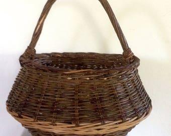 Basket old salad, French wicker basket form