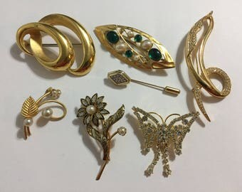 Vintage Brooches  - Lot Brooches  - Gold Tone Brooches - Radiance - Avon - Rhinestones - Pins - Faux Pearls