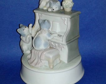OTAGIRI Cats Playing Piano Porcelain Music Box ~ Plays Tune MEMORIES Very Rare ~ Vintage Collectible Figurine / Music Box
