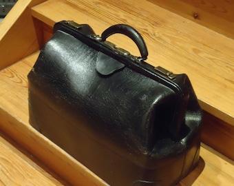 1930ca Antique vintage Doctor Bag cowhide leather
