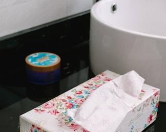 Beautiful Roses Decoupage Tissue Box. Vintage Tissue Case. Kleenex Tissue Holder. Bathroom Tissue Box. Vanity Kleenex Box.