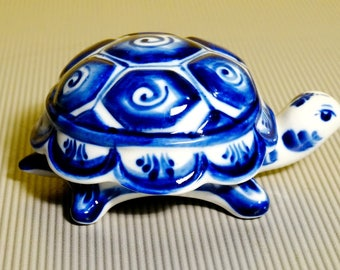Beautiful Gzhel Russian Porcelain Tortoise trinket Box hand-painted blue beautiful Figurine handmade souvenir Russia blue & white