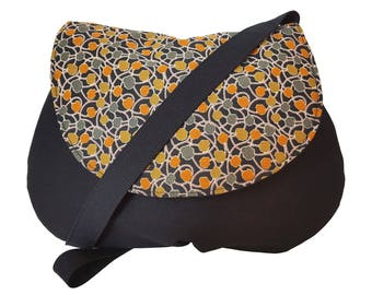 Shoulder bag in black fabric and flowers