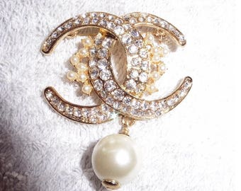 Stunning Chanel Entwined CC brooch. Rhinestones and Faux Pearls. Hallmarked. Authentic
