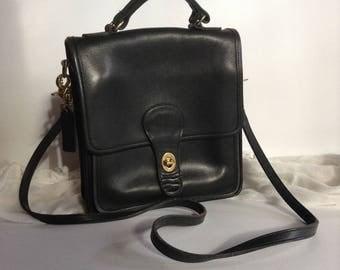 Vintage COACH Station Bag 5130 / Crossbody / Shoulder Bag / Messenger / Black Glove Tanned Cowhide