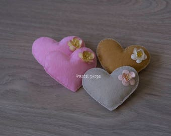 Little felt hearts