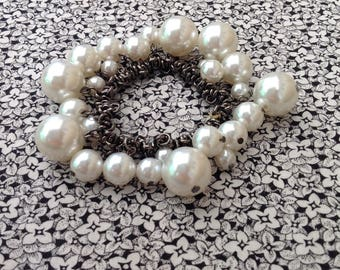Vintage Stretchy Retro Bracelet with White Faux Pearls