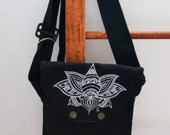 Lotus travel bag