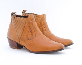 vintage western booties | cowboy boots | tan leather shoes | ankle boots | size 11.5