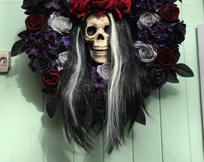 "Halloween ""Janice"" skull door wreath decoration"