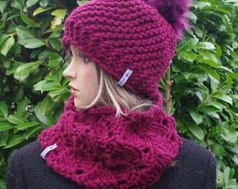 POMPOM-cap in Bordeaux with jewels