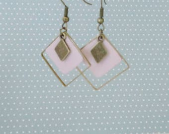 Triple leather gemetriques earrings powder pink diamond sober and smart
