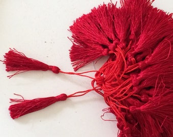 Tassel length 5 cm about red color