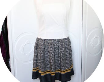 Navy blue short skirt and yellow, Navy Blue elastic, flowing skirt waist skirt, Navy Blue skirt has yellow flowers