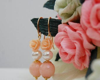Earrings with stones and pink