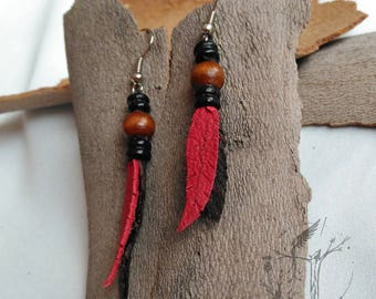 Leather engarzadas feather-shaped earring. Ethnic descent