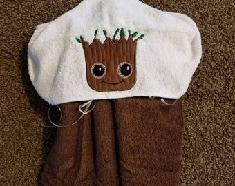 Groot hooded towel