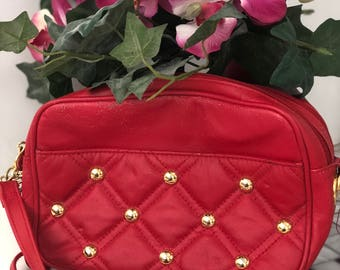 Leather Retro Red Buttoned/Quilted Handbag!