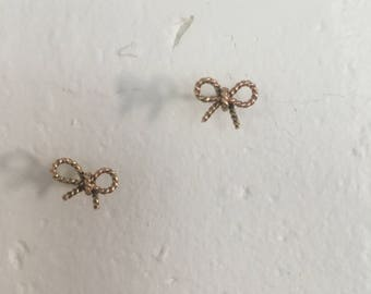 14kt Yellow Gold Twist Bow Studs