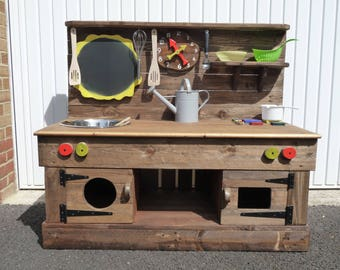 Beautiful 1200cm Wide Large Mud/Play Kitchen