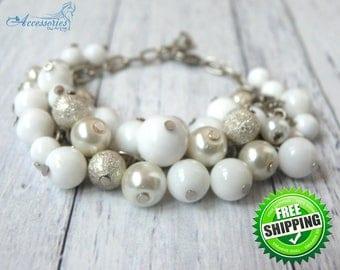 White Agate Snowflake Bracelet Crystal jewellery Pretty bracelet Holiday Christmas Snowflake jewellery Snow Winter Silver Pearl Bracelet