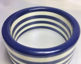 1950s Navy & Cream Thermoplastic Bangle