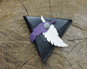 wallet triangle with feathers