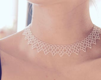 Silver-white beaded necklace jewelry. Collier ethnique. Collar blanco-plateado de cuentas