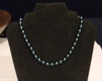 Vintage dark green glass bead necklace