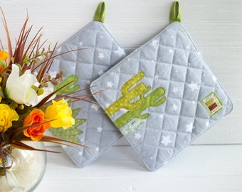 Green potholders Cactus pot holders Dorm decor Gift idea Gray kitchen decor Gifts under 25 Quilted potholder Kitchen accesories Gift for mom