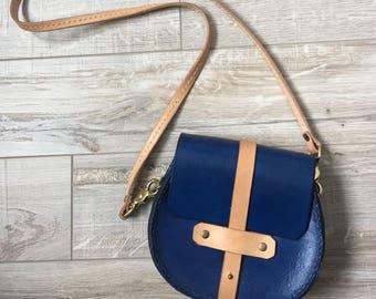 Mini saddle bag with detachable strap