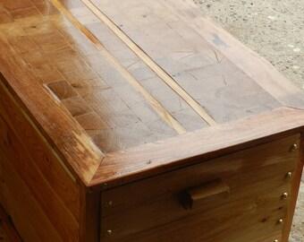 Oak chest lid chest