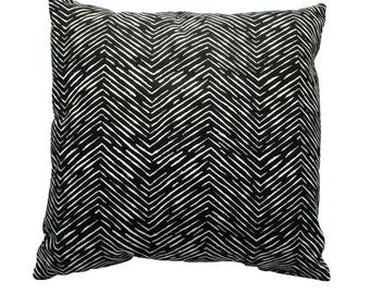 "Black and white zig zag pillow, black and white cushion, 15"" x 15"" cushion, zig zag pillow cover, zig zag throw pillow, handmade pillow"