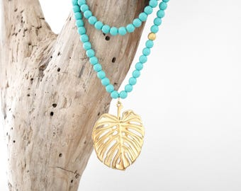 Necklace in turquoise and gold beads with exotic Leaf Philodendron (SAUT17) pendant