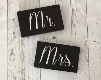 Mr and Mrs sign - Mr Mrs Wedding sign - Mr and Mrs wedding Wood Sign - Mr Mrs Table Sign - Wood Wedding Sign - Mr Mrs Table Sign